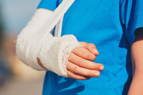 A child with an arm in a cast.