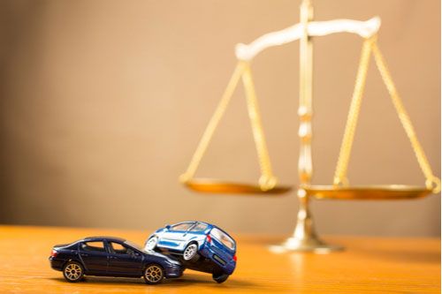 Model cars and scales of justice, Atlanta t-bone accident lawyer concept