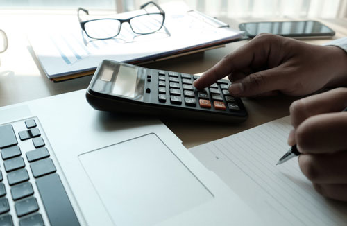 Thomaston truck accident lawyer estimating compensation with calculator